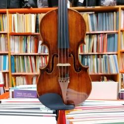 Violino antico di area...